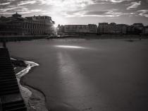 LE DERNIER RAYON – Série « Fenêtres sur cour » – Cités de la côte d'émeraude
