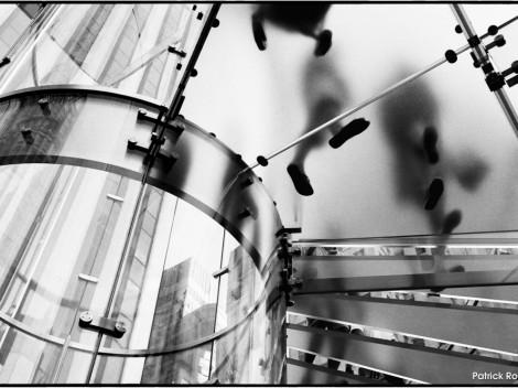 CANDIDE_CAMERA_PHOTOGRAPHE_P.ROMIEU_002_24 Apple stairs