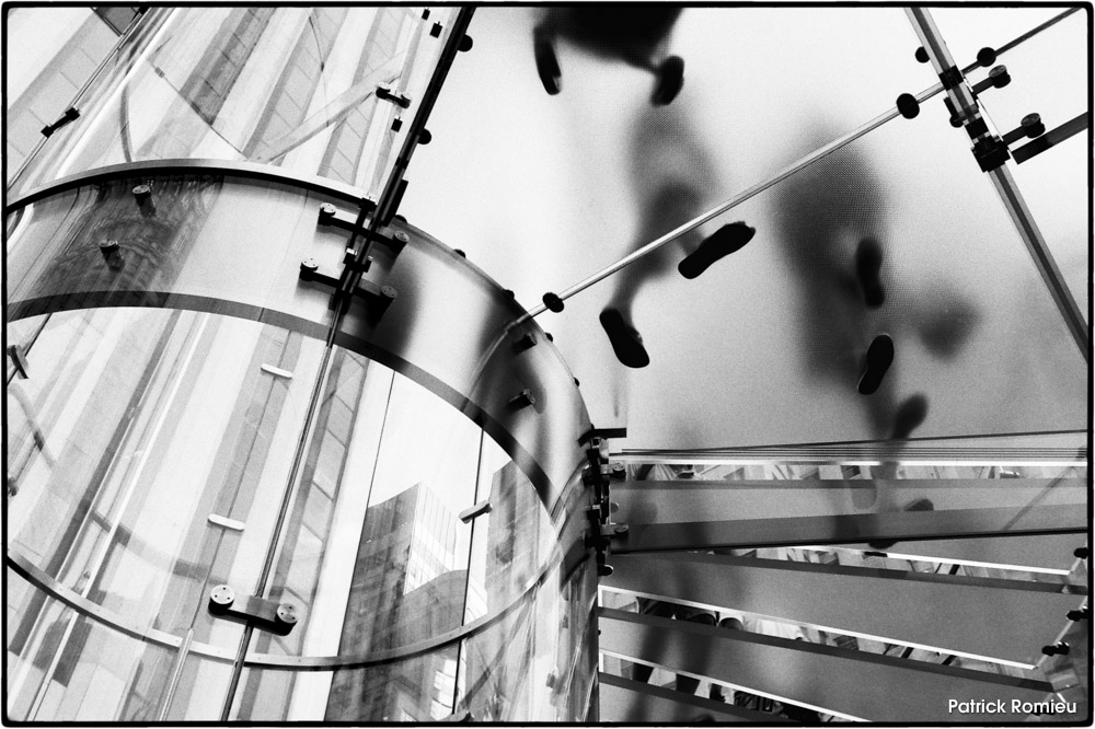 CANDIDE_CAMERA_PHOTOGRAPHE_P.ROMIEU_002_24 Apple stairs